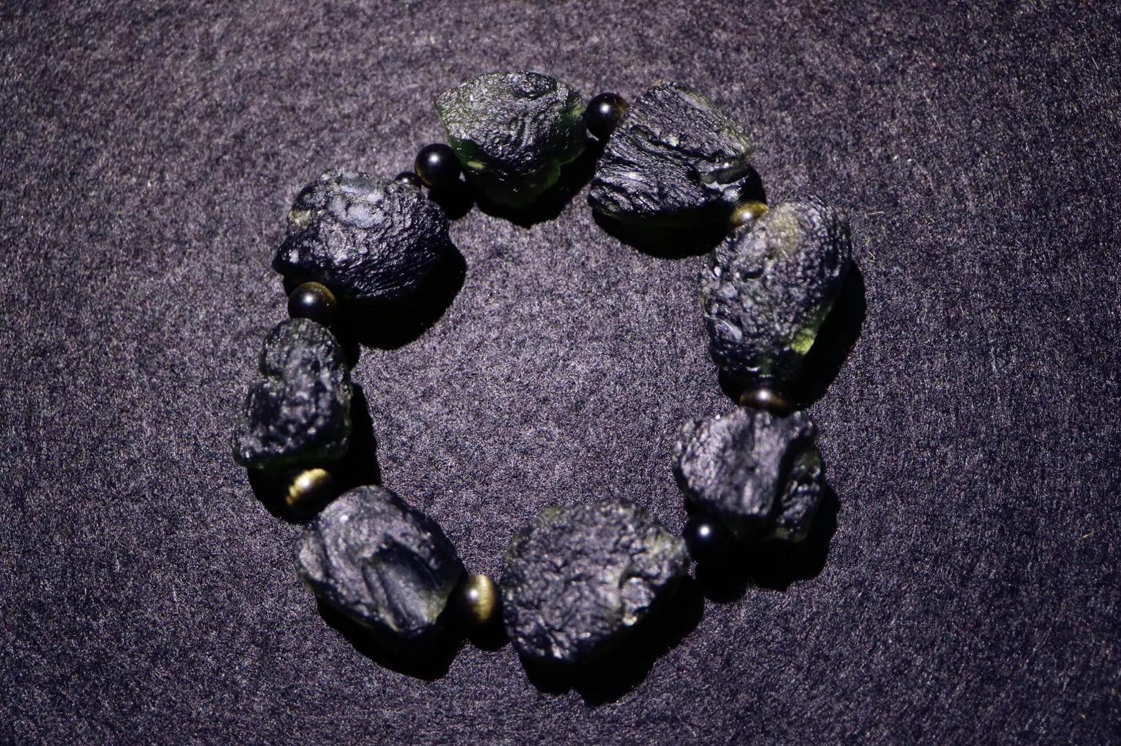 【菩心捷克陨石 | 原石手链】无需细细言说,已是一种震撼的美-菩心晶舍