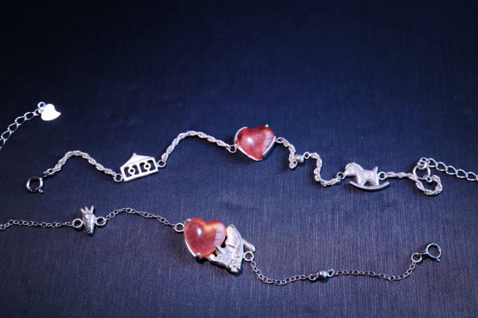 【红纹石-纯手工打造手链】超可爱的小马🐎和小兔兔🐰红纹石细链-菩心晶舍