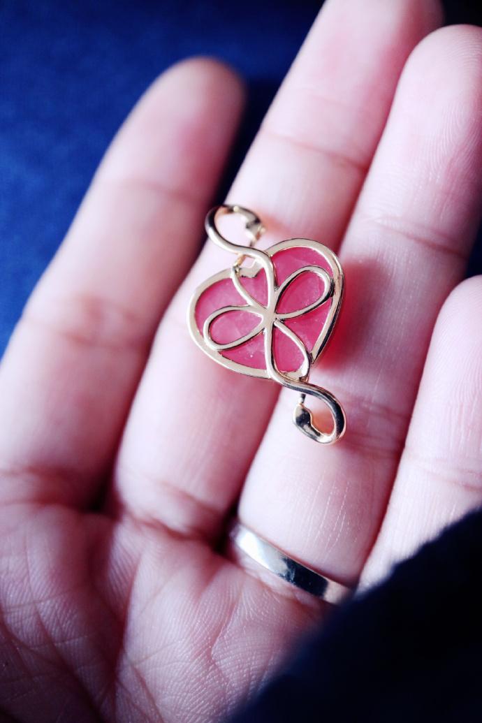 【菩心·红纹石】 罂粟花作为链子,红纹石吊坠为:双蛇无限轮回。酷~-菩心晶舍