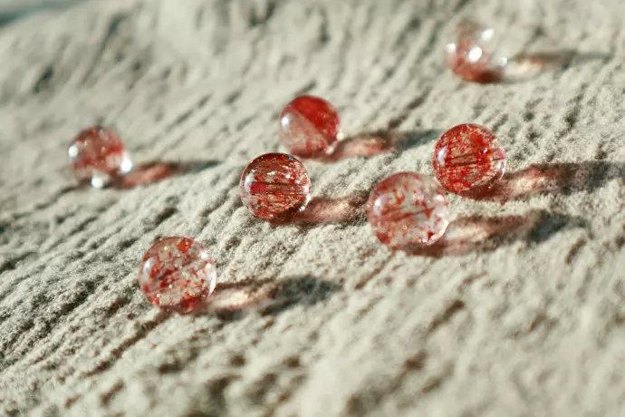 为什么越来越多的人喜欢金草莓晶,超七金草莓晶有什么特点?-菩心晶舍