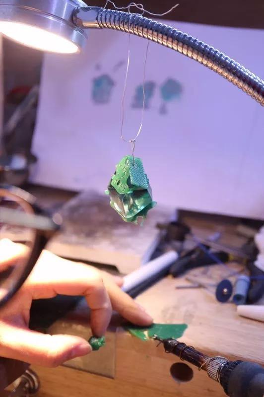 想了解菩心晶舍的胎毛吊坠制作工序?看这里-菩心晶舍