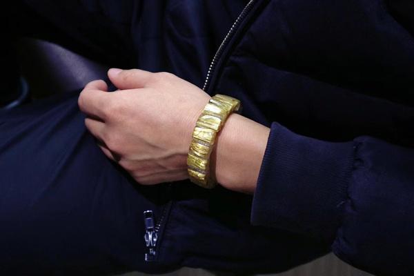 买了串钛晶的手链,但不知道该戴左手还是右手?-菩心晶舍