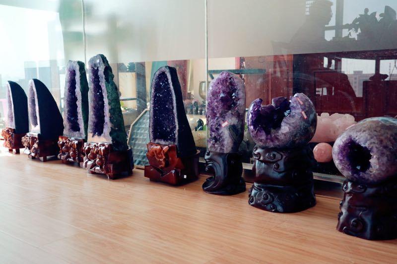 想买个紫水晶洞放家里,适合吗?怎么挑选紫水晶洞?-菩心晶舍