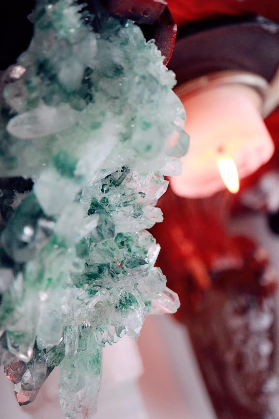 【绿幽灵晶簇】有助于缓解压力,消除紧张、焦虑等负面情绪-菩心晶舍