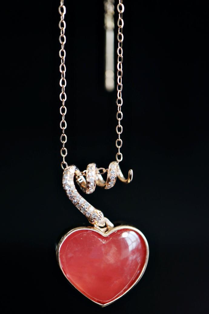 「红纹石 | 玫瑰金、钻石镶嵌」当蛇遇上红纹石,便成了爱的轮回。 -菩心晶舍