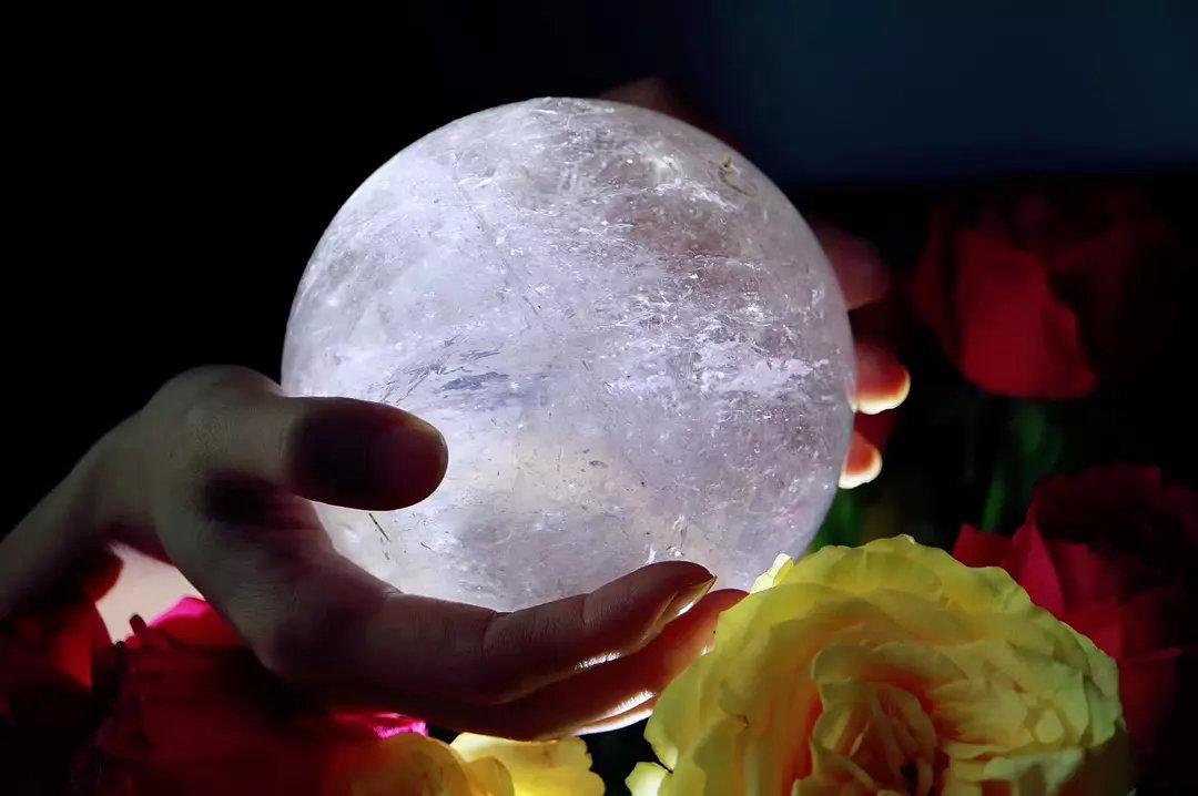 白水晶球在风水中有哪些作用?寓意和含义是什么?-菩心晶舍