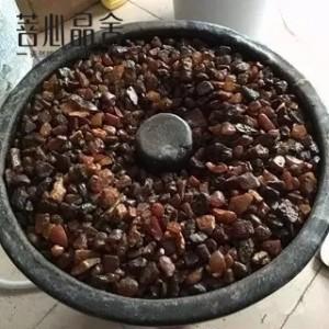 探秘琥珀蜜蜡工厂,原石到手串的过程-菩心晶舍