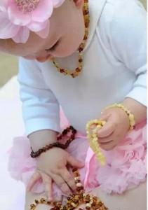 为什么欧美宝宝都戴琥珀蜜蜡呢?-菩心晶舍