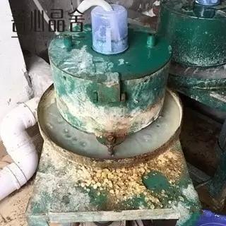 探秘琥珀蜜蜡工厂,原石到手串的过程