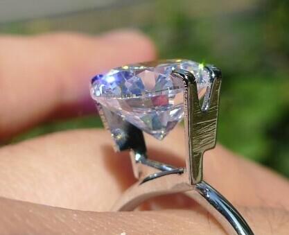 钻石的价格决定因数