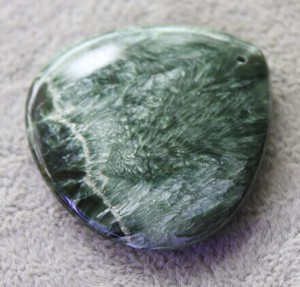 低级晶族最有个性绿龙晶-菩心晶舍