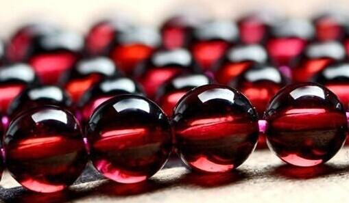 水晶传奇:石榴石--给你勇敢坚强