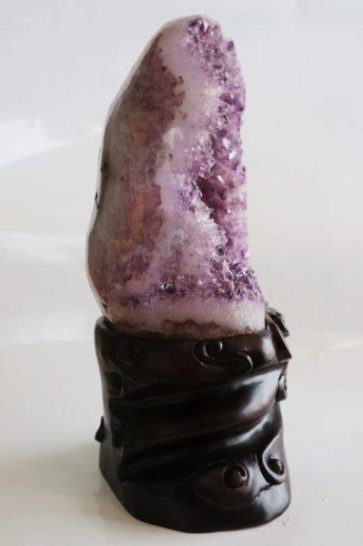 紫罗兰色紫晶洞,是紫晶洞神秘梦幻的代表-菩心晶舍
