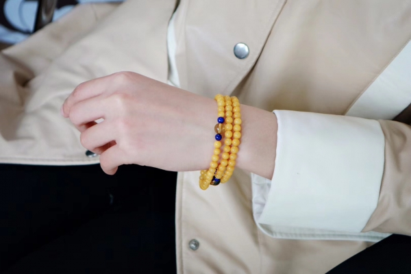 【蜜蜡 | 蓝珀 | 青金石】触手温润的蜜蜡更得我心-菩心晶舍