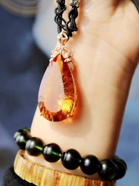 黄水晶的能量很强烈地对应着物质和财富-菩心晶舍