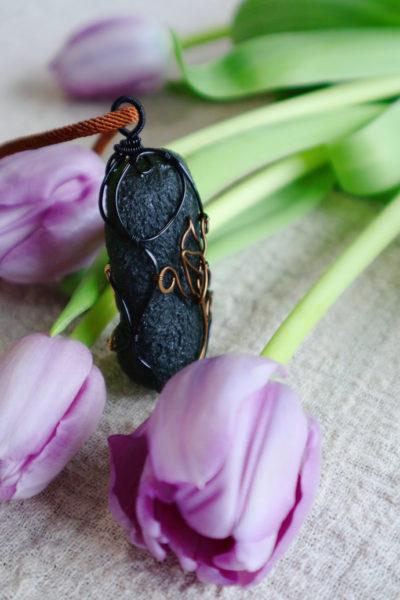 【捷克陨石 🌷🌷🌷】 郁金香,代表着高雅、富贵和聪颖-菩心晶舍