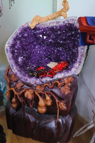 巴西紫晶洞和乌拉圭紫晶洞究竟有什么区别呢?-菩心晶舍