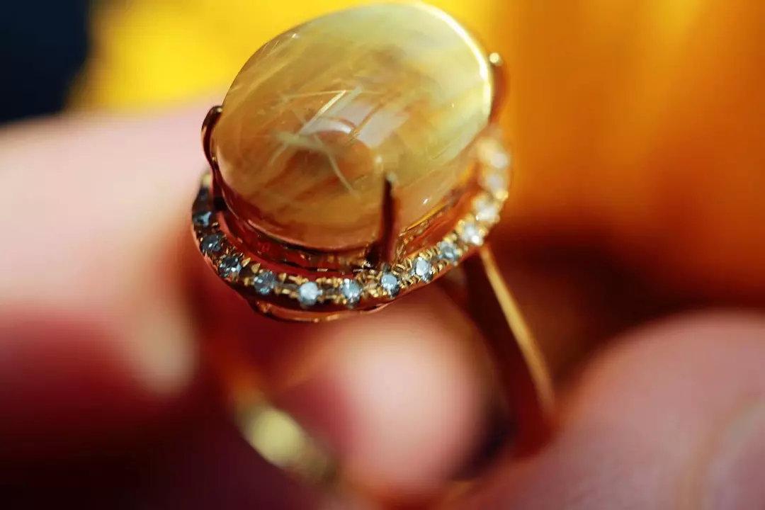 女士戴钛晶戒指有什么好处?钛晶戒指的功效与作用-菩心晶舍