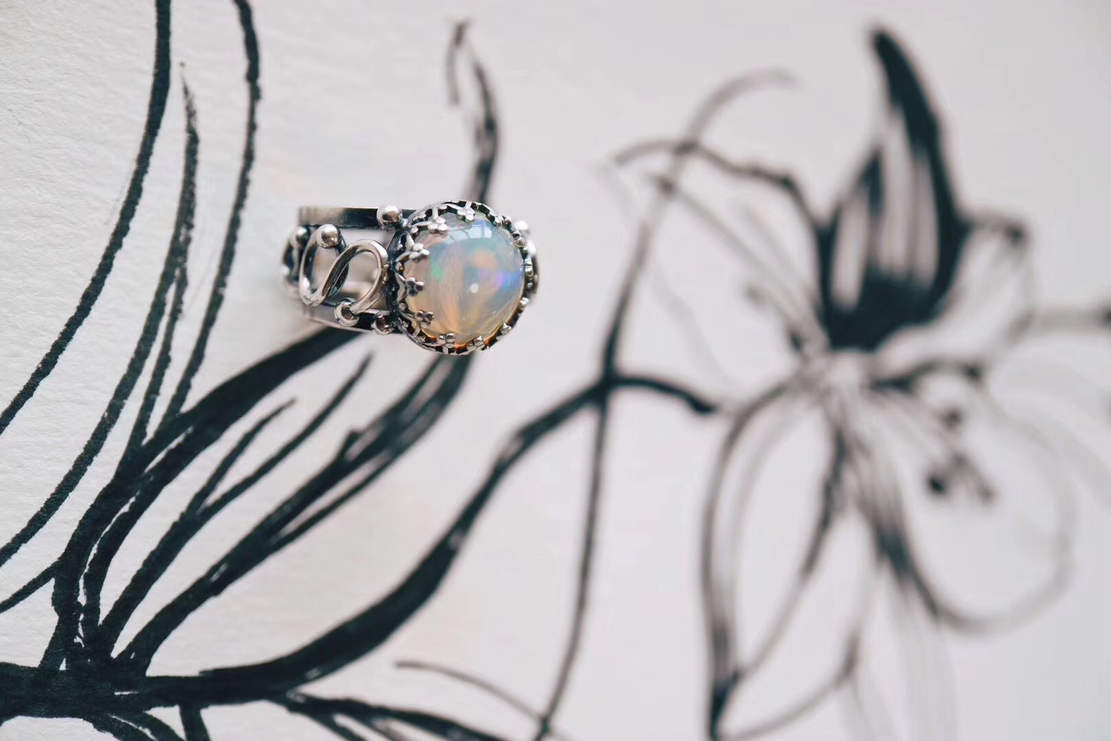 【菩心 欧泊】一款希望和安乐之石--欧珀绕线蕾丝戒-菩心晶舍