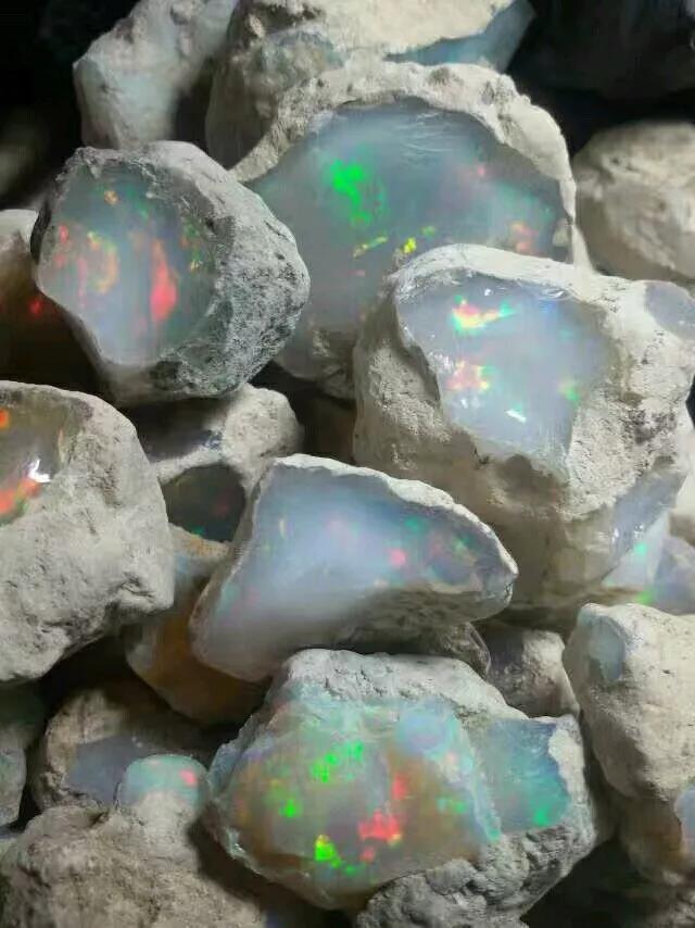 欧泊是什么宝石呢?欧泊石的功效与作用,看这里-菩心晶舍