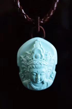 【菩心-收藏级原矿绿松】三面观音雕像,依次象征智慧、平安、仁慈-菩心晶舍
