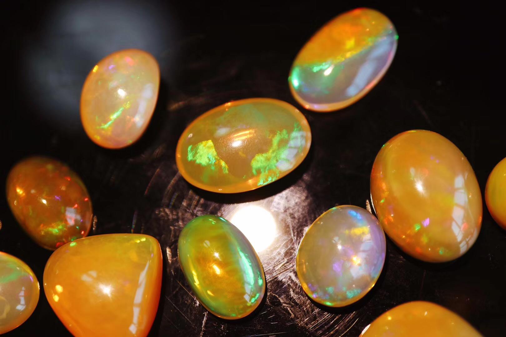 【菩心-欧泊石】深色系的欧泊石(代表希望和安乐)-菩心晶舍
