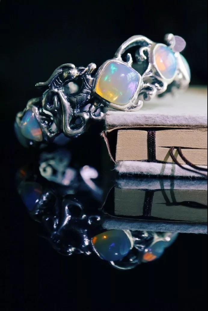 新手小白涨知识:欧泊石价格怎样?怎么挑选和保养欧泊-菩心晶舍
