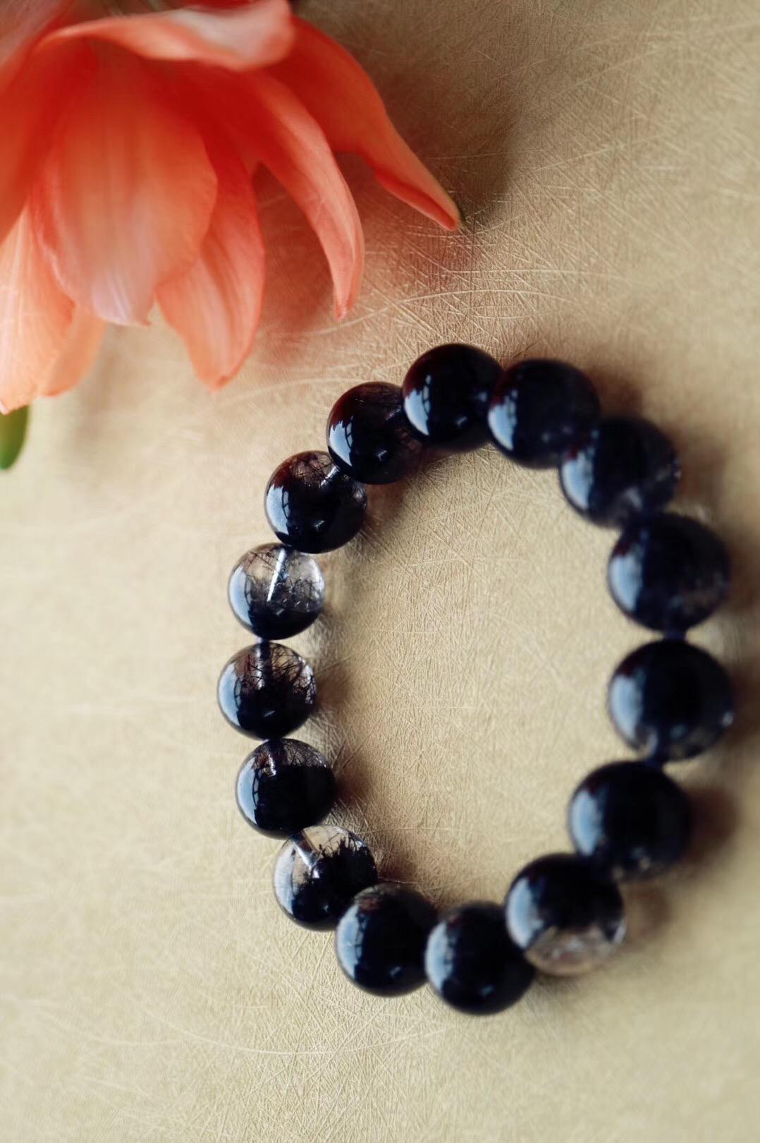 【菩心 | 黑发晶聚宝盆】黑发晶辟邪化煞,可成为有效的护身符-菩心晶舍