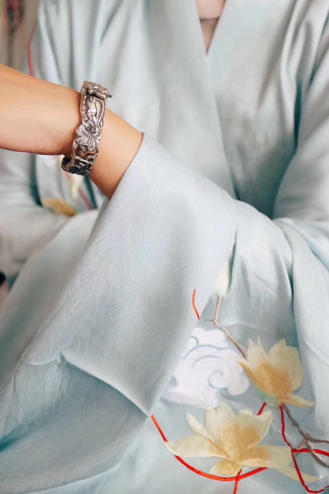 【菩心-纯手工古法银镯定制】神性的五花-菩心晶舍