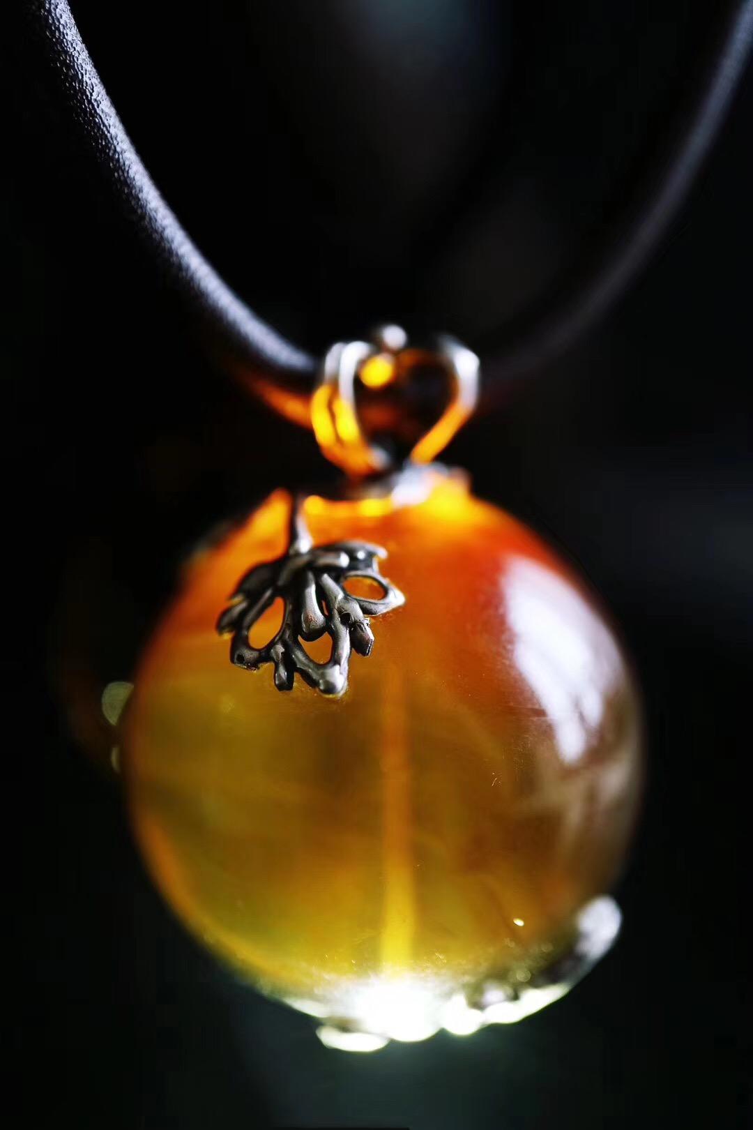 """琥珀安神,一款复古琥珀圆珠设计,取名叫""""心灯""""-菩心晶舍"""