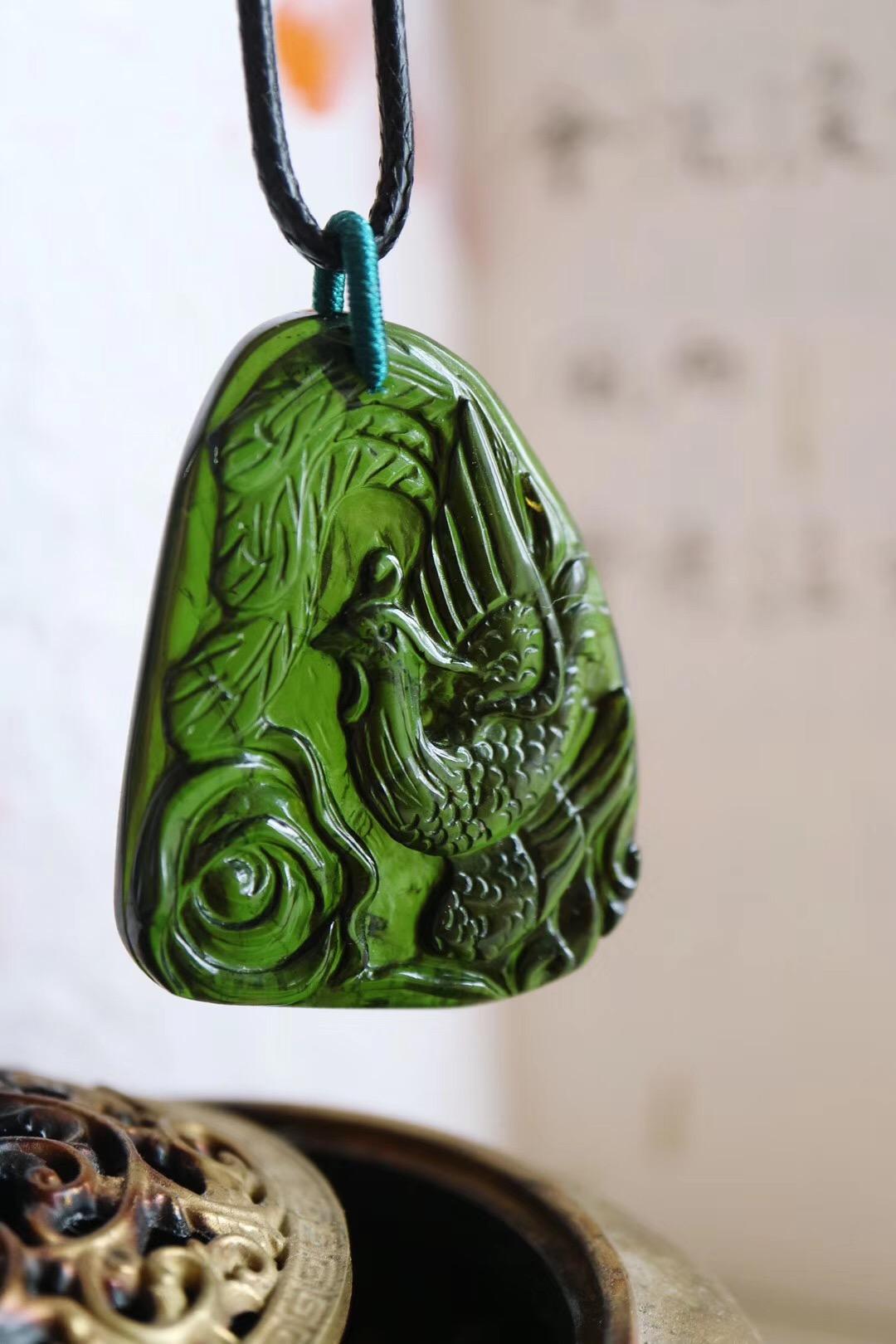 【菩心-绿碧玺 凤凰】这是一枚翠绿碧玺凤凰,原石是巴西老矿碧玺-菩心晶舍