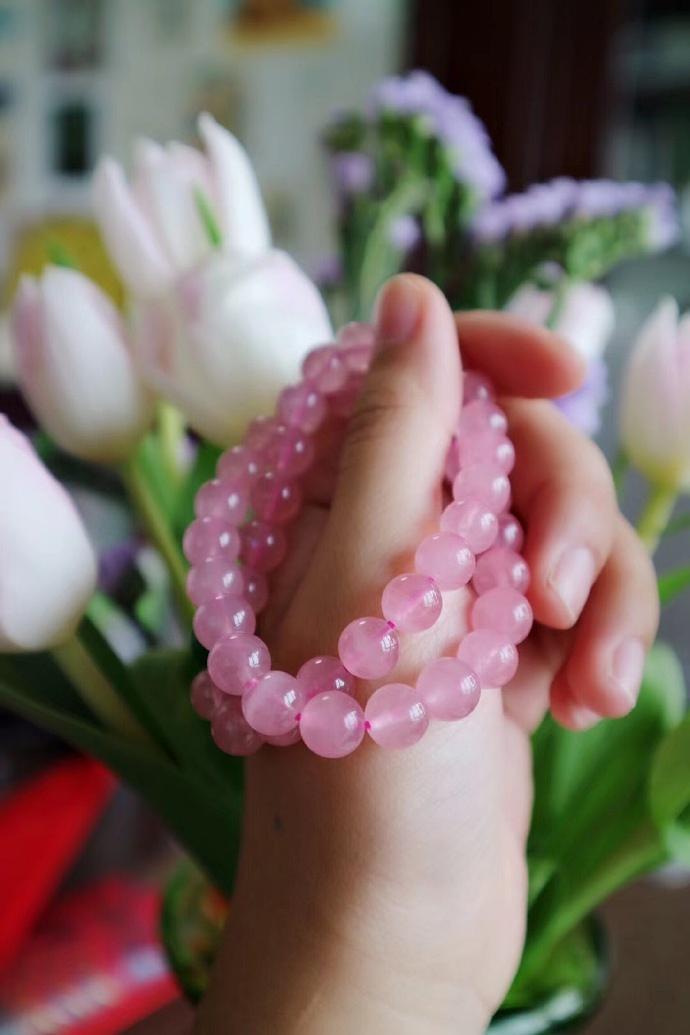粉晶什么人适合戴,粉水晶石有哪些功效与作用?-菩心晶舍