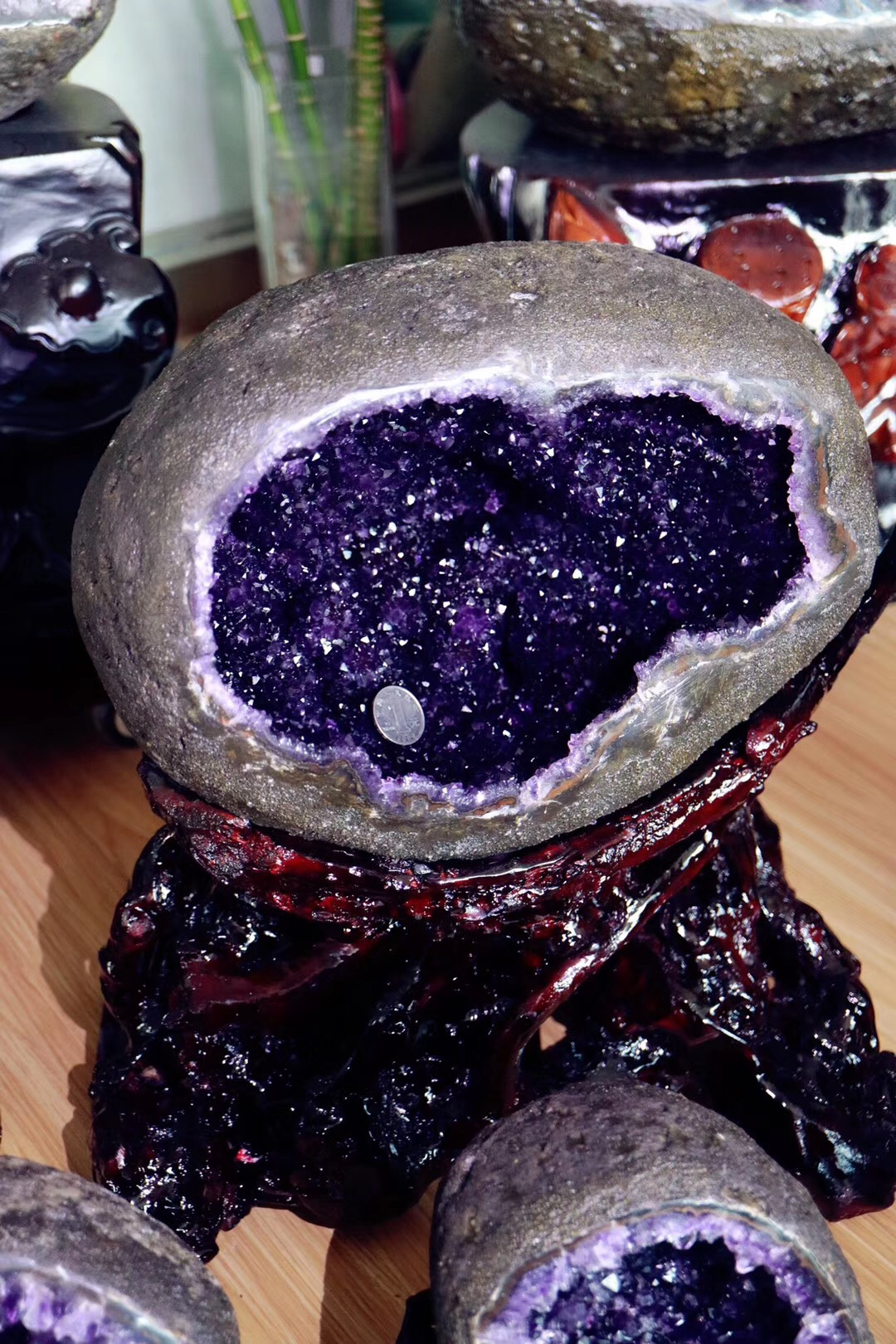 【乌拉圭紫晶洞】刚配好底座的极品乌拉圭紫晶洞-菩心晶舍