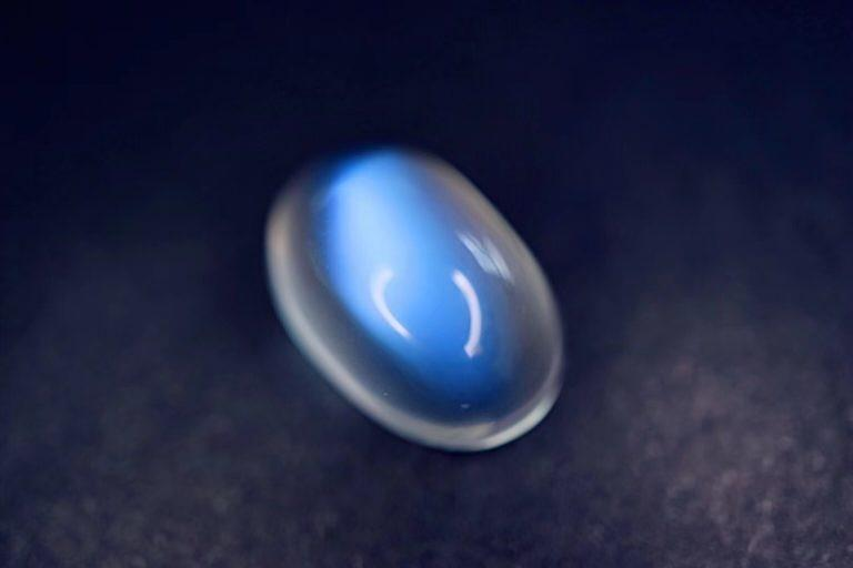 月光石需要保养和清洁吗?佩戴月光石应该注意哪些?-菩心晶舍