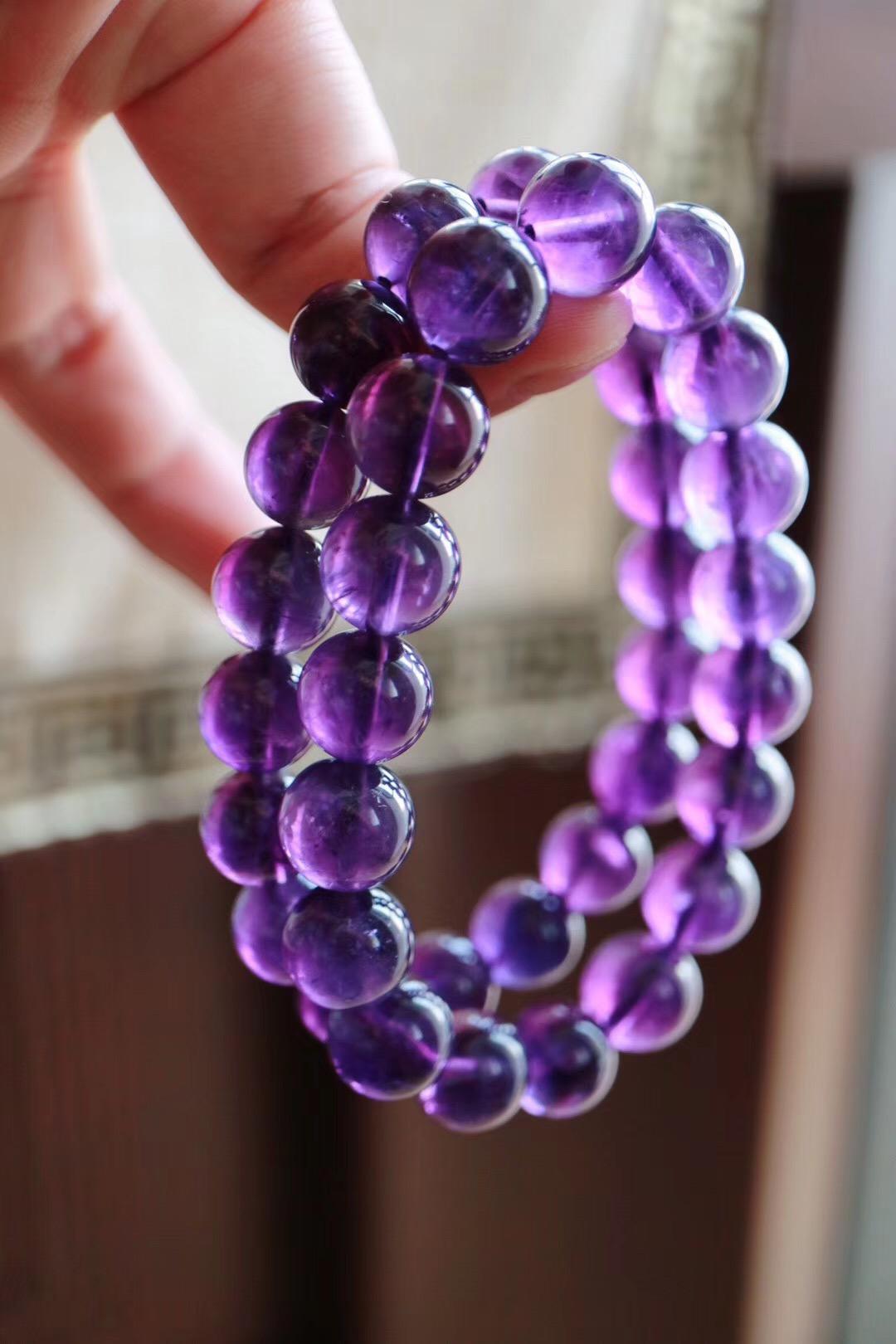 【紫水晶】象征宁静安神,有助于睡眠,对应三眼轮-菩心晶舍