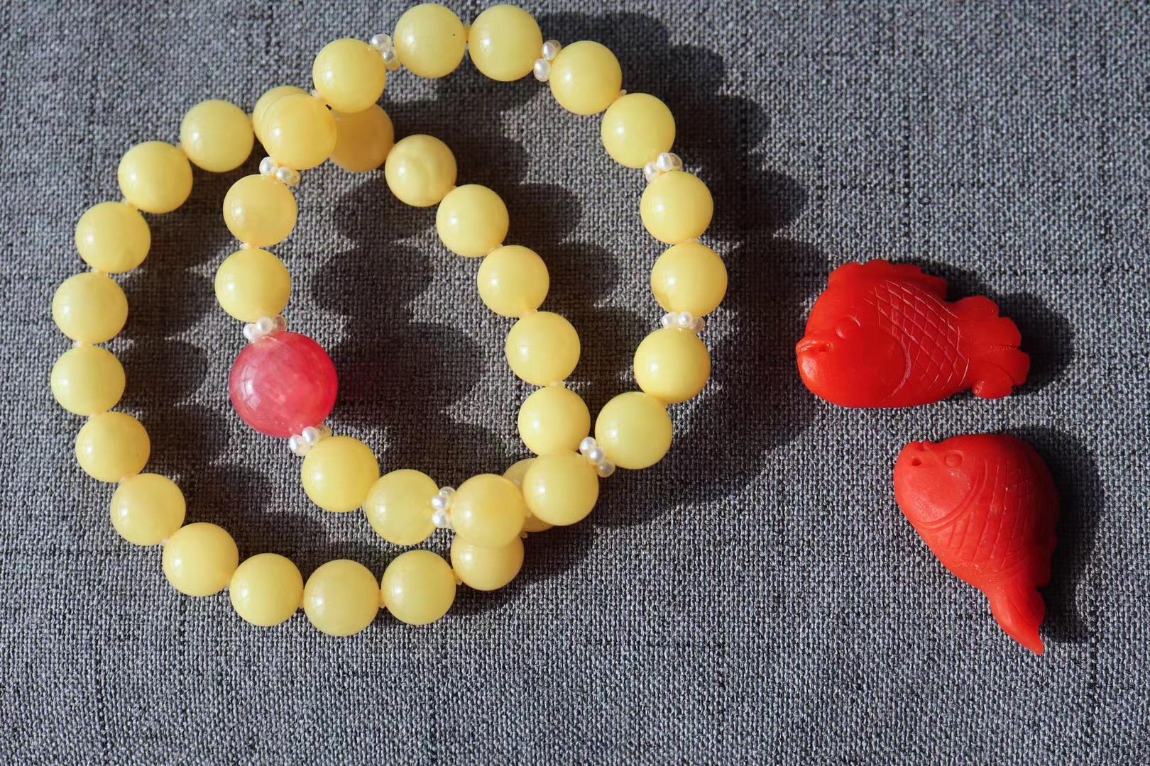 【蜜蜡&红纹石】蜜蜡配珍珠和红纹石,真是温柔极了-菩心晶舍