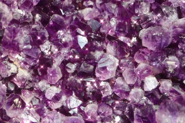 菩心的乌拉圭大紫晶簇,内涵一只含苞欲放的紫晶莲花-菩心晶舍