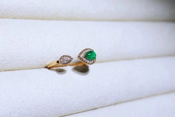 """祖母绿是五月诞生石,被认为是爱与美之神""""维纳斯""""的珍宝-菩心晶舍"""