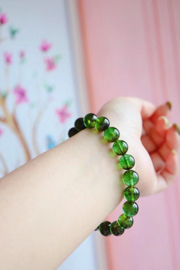 """绿碧玺,又名""""巴西祖母绿"""",是生命的颜色,对应心轮-菩心晶舍"""