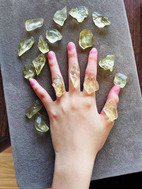 好多baby问利比亚黄金陨石的小原石做戒指,我精选了几颗合适的-菩心晶舍