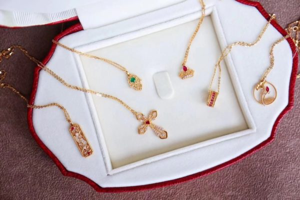 几条经典红宝石锁骨链,再乱入一条祖母绿法蒂玛之手,夏日百搭-菩心晶舍
