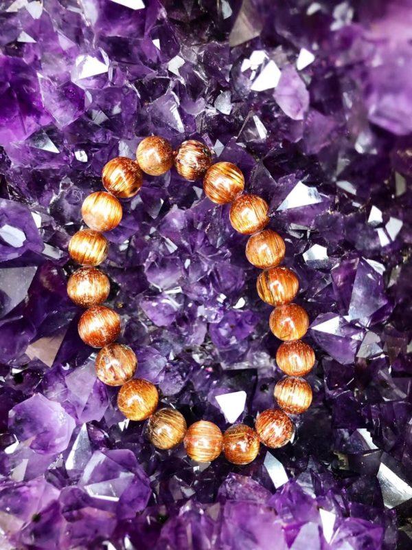 一只原矿紫晶洞,感觉就像镶嵌了一颗颗紫色钻石-菩心晶舍