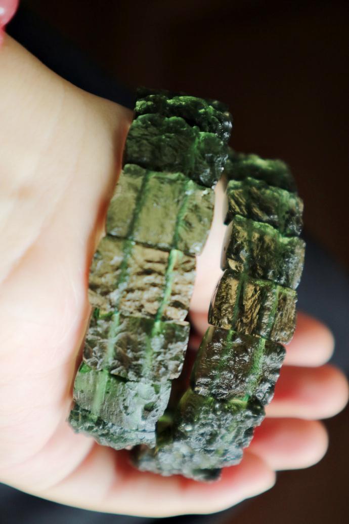 【捷克陨石-手排】 好东西,不对光,就绿的不行了-菩心晶舍