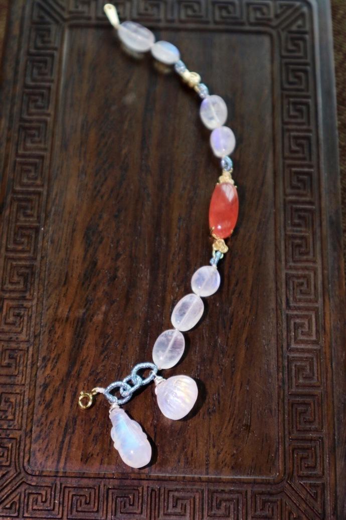 【月光石 红纹石-18k祥云】一条轻奢红纹石搭配月光石(手磨珠)-菩心晶舍