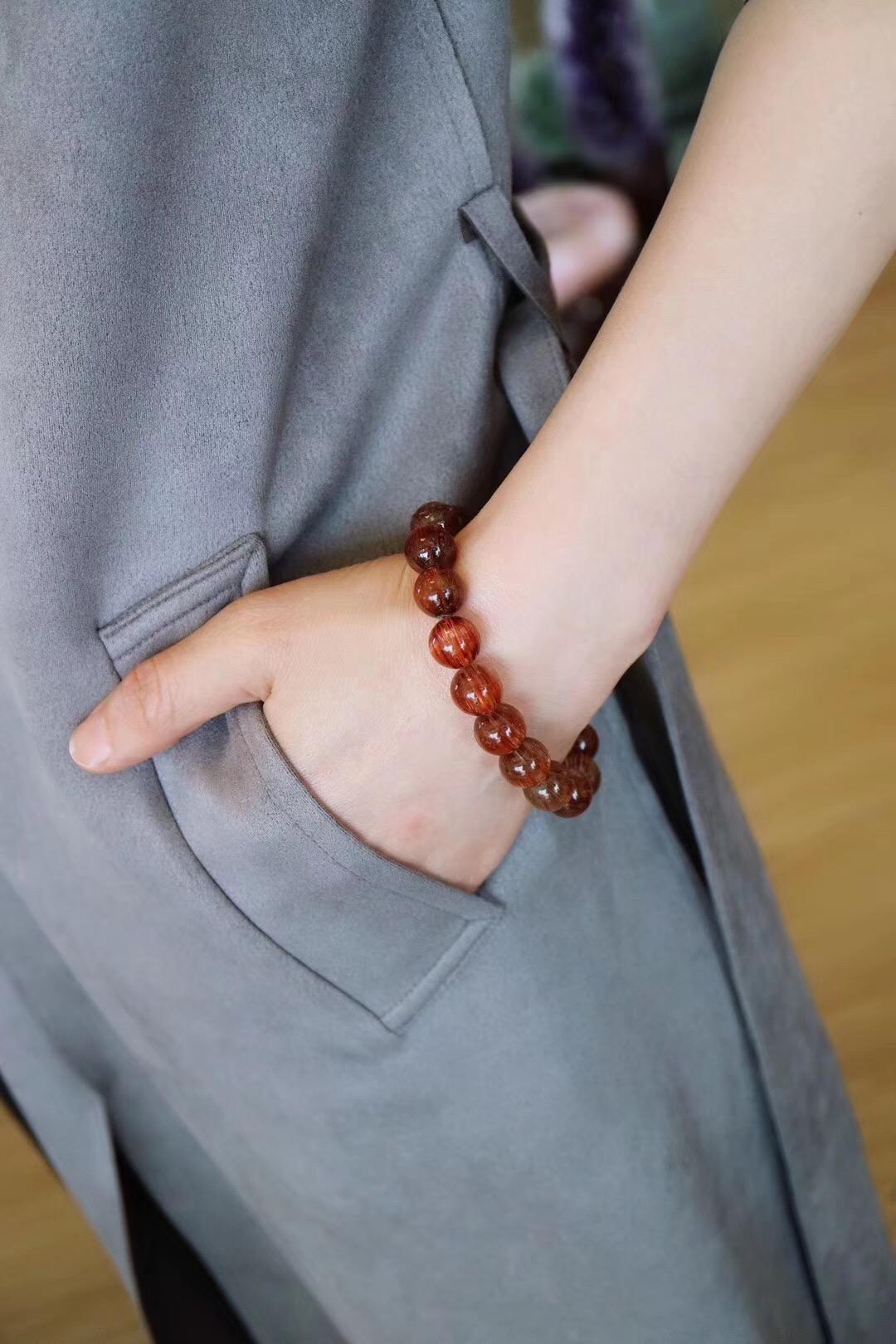 【菩心-铜发晶】戴铜发晶的女子,别有一番风味-菩心晶舍
