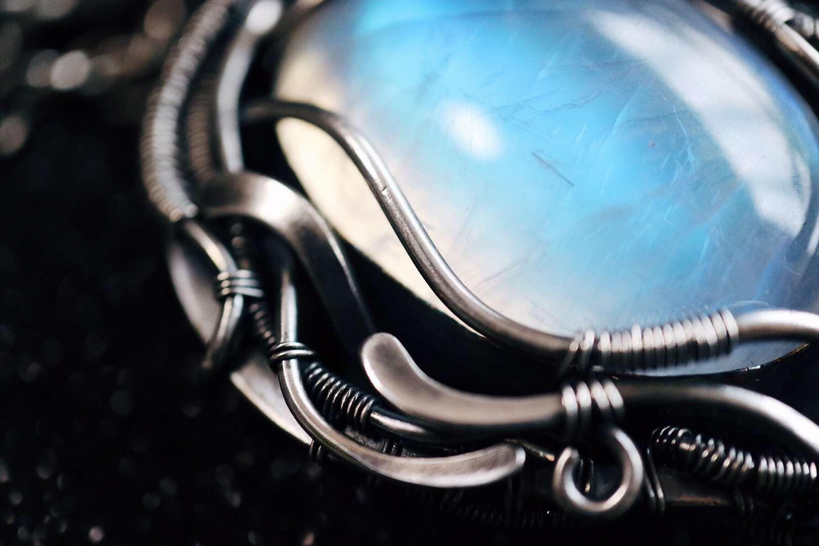 【菩心-月光石】月光石,来自斯里兰卡,是疗愈情绪最好的顶轮晶石。-菩心晶舍