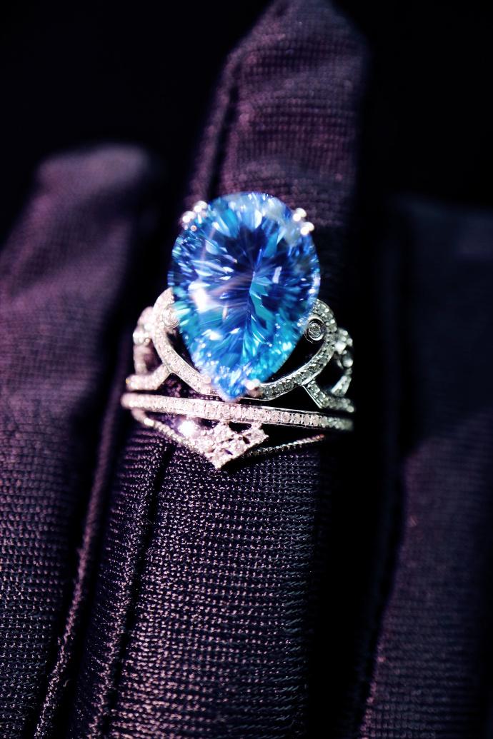 【托帕石|白金钻戒】  那年,你是不是就是戴着它执掌蓝色之镜的? -菩心晶舍