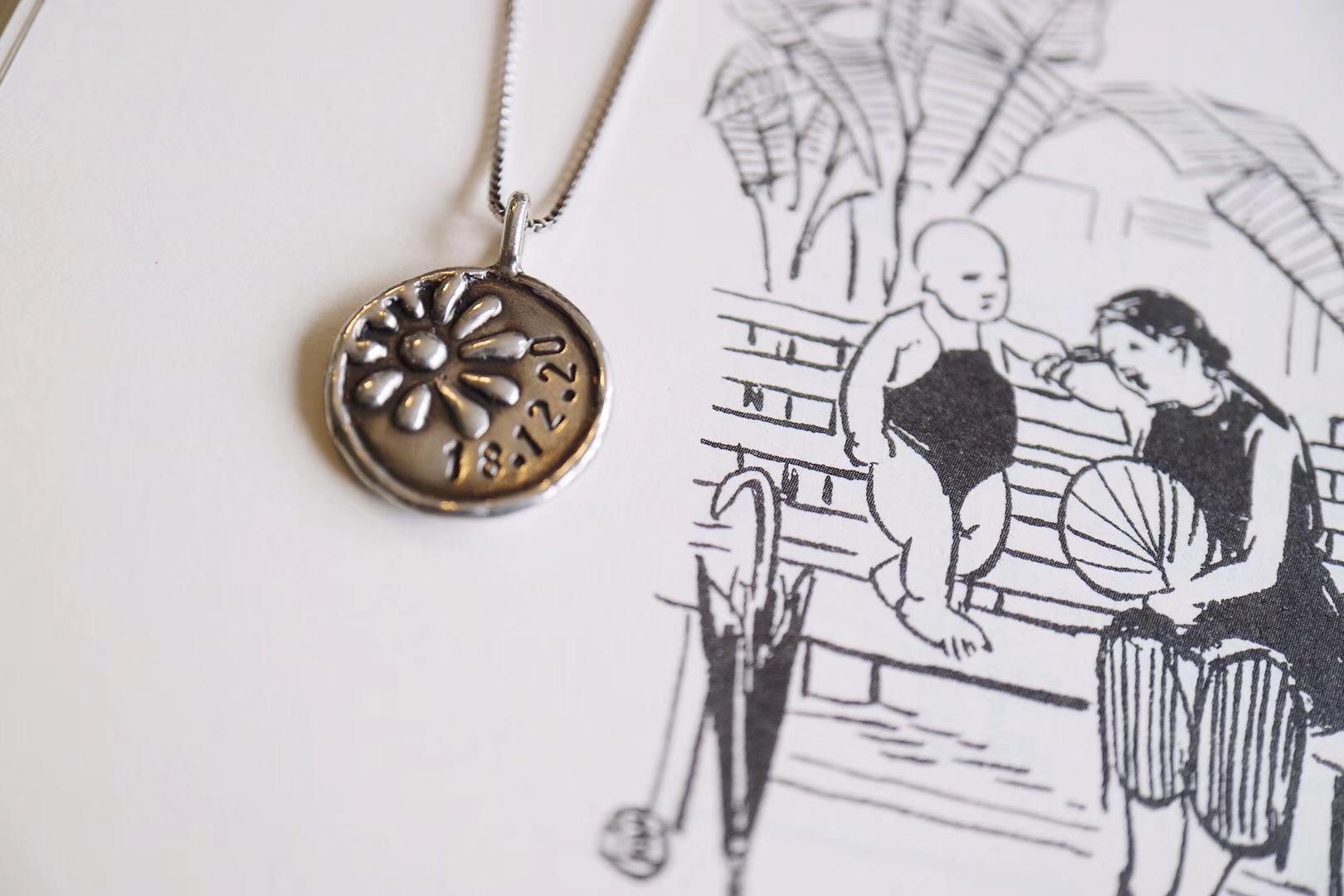 菩心晶舍老师傅纯手工雕刻的双面时间牌,颇有纪念意义-菩心晶舍