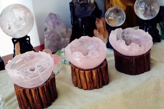 水晶聚宝盆和紫晶洞,财位最宜摆放的风水石!-菩心晶舍