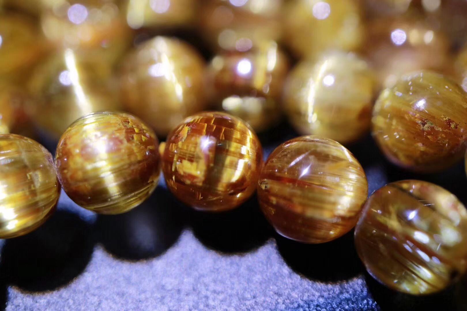 【菩心 | 精品钛晶】钛晶,是为数不多的反射金色光芒的晶石-菩心晶舍